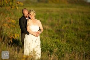 chasing_light_sun_goldenhour_relaxed_portrait_bride_groom_strathmere_wedding_yow_ottawa_rob_whelan_photo