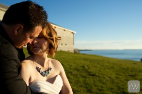 tight_crop_sun_fort_henry_hill_bride_groom_portrait_relaxed_natural_fall_autumn_ygk_kingston_wedding_photographer_rob_whelan