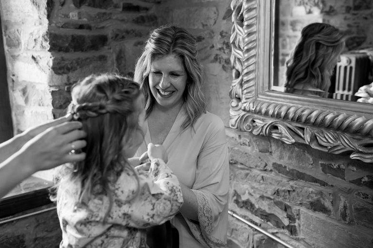 Discovery-centre-wedding-fort-henry-ygk-kingston-candid-photojournalism-rob-whelan-photographer-1
