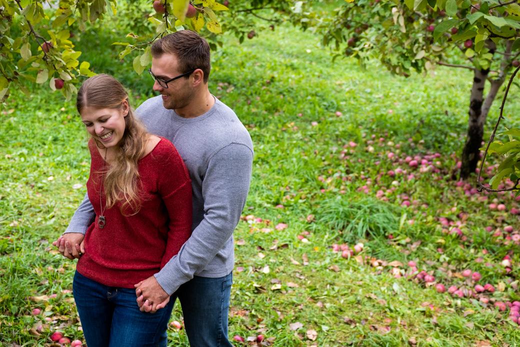 waddell_orchard_engagement_fall_autumn_laughter_fun_kingston_wedding_photographer_rob_whelan-1