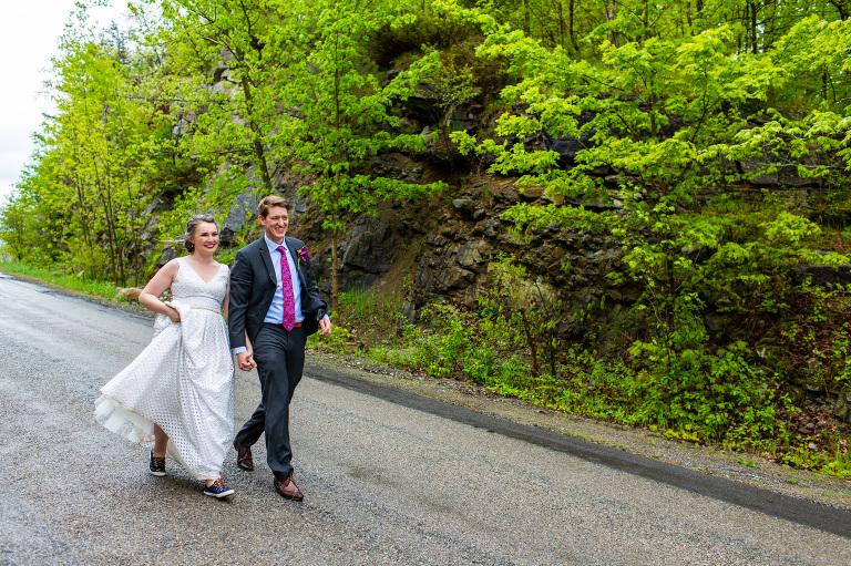 Rainy_countryside_wedding_ygk_backyard_tent_kingston_photographer_rob_whelan-1